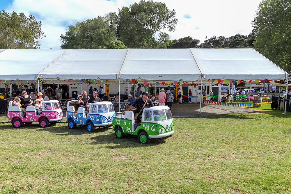 Fun Kombi train at the 2021 Helensville Show