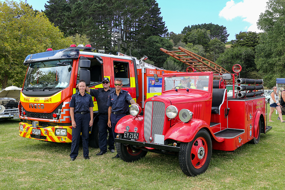 Helensville's 1935 Chevrolet fire engine alongside its modern counterpart at the 2021 Helensville Show